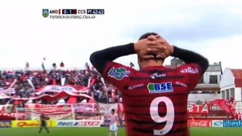 Carlos Herrera (Central Córdoba de Santiago) erró un gol increíble ante Los Andes