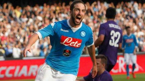 Gonzalo Higuaín marcó el gol del triunfo ante el líder Fiorentina