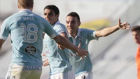 Augusto Fernández marcó un gol para el Celta, que cayó con Valencia