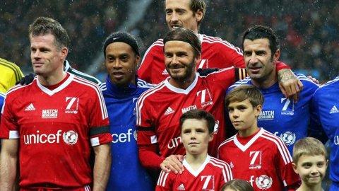 Ronaldinho se lució en un amistoso de UNICEF
