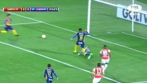 Marcelo Báez de Sportivo Luqueño pierde el gol increíblemente abajo del arco de Santa Fe