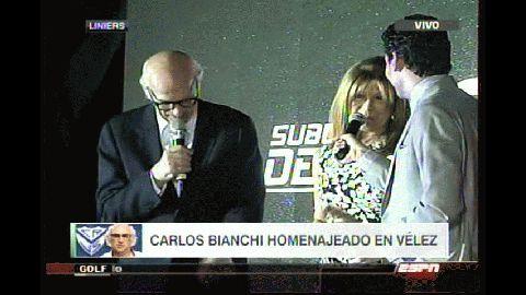 Margarita, la esposa de Bianchi, agradeció el homenaje