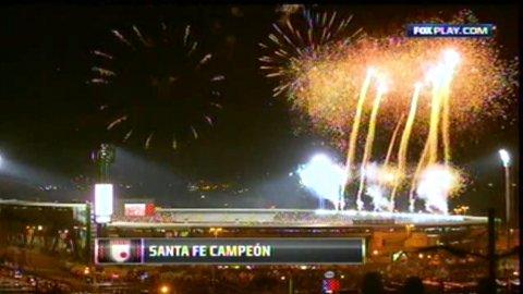 Independiente Santa Fe levantó la Copa Sudamericana que le ganó a Huracán
