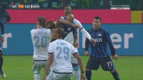 El patadón de Felipe Melo a Lucas Biglia en Inter 1-2 Lazio