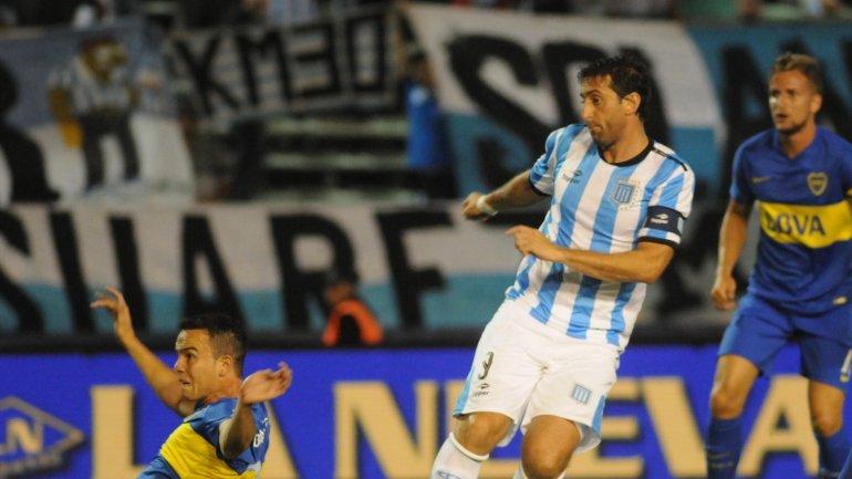 Milito anotó para Racing y abrió el juego ante Boca