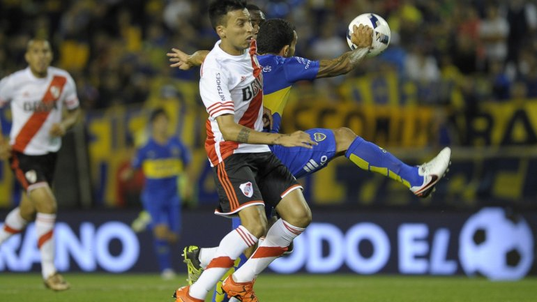 El penal que cometió Tevez y el gol que anotó Pisculichi para el Boca 0-1 River