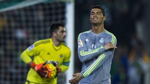 La agresión de Cristiano Ronaldo a Molinero en Betis-Real Madrid