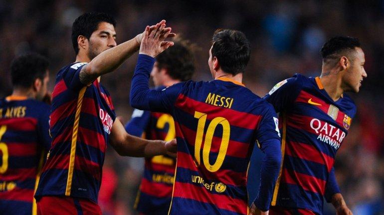 El penal de Lionel Messi que derivó en el gol de Luis Suárez