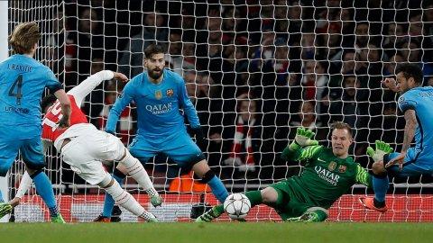 La chance que dilapidó Chamberlain para Arsenal 0-0 Barcelona