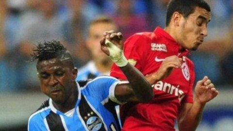 William Furtado atendió aMiller Bolaños en el clásico de Porto Alegre y le fracturó el maxilar