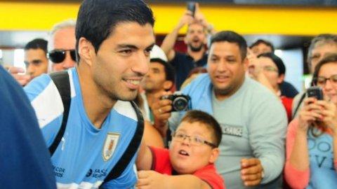 Luis Suárez graba un video disculpándose conLucas Mujica, el chico de 8 años al que dejó llorando en el Aeropuerto de Carrasco