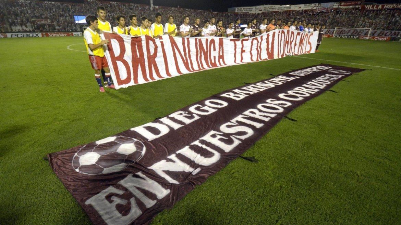 Homenaje a Diego Barisone de Unión y Lanús