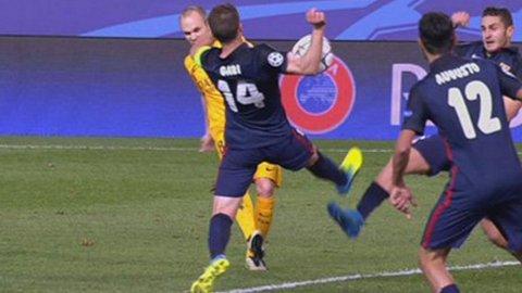 La mano de Gabi en el último minuto adentro del área: era penal para Barcelona pero cobró tiro libre