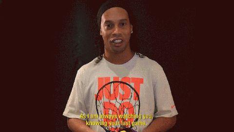 Ronaldinho le dedicó unas palabras aKobe Bryant por su retiro
