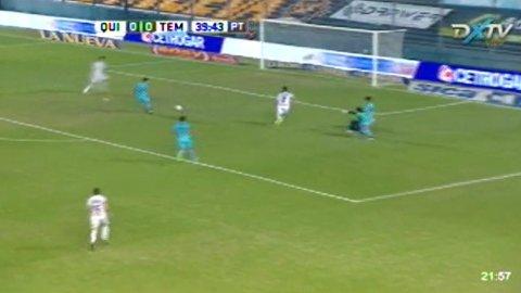Increíble errado de Marcos Figueroa en Quilmes-Temperley