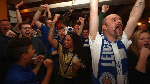 Los festejos en un bar de Leicester ante el gol de Morgan al Manchester United