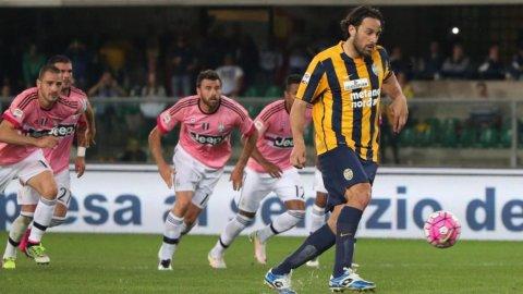Gol de penal de Luca Toni a la Juventus