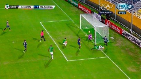 La triple tapada de Armani para evitar el gol de Central