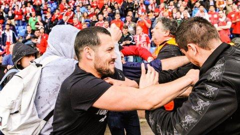 Pelea entre hinchas de Sevilla y Liverpool en la Final de la Europa League