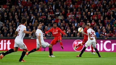 Entre la jugada previa y la definición, Sturridge marcó un golazo en la Final de la Europa League
