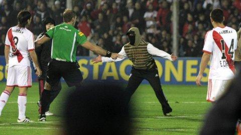 Néstor Pitana se refirió a los incidentes con los encapuchados en Belgrano-River
