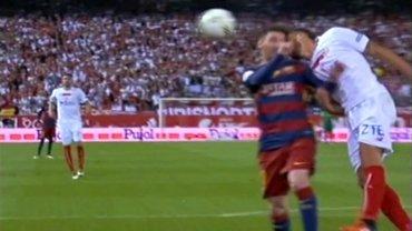 Lionel Messi chocó la cabeza con Carriço y quedó tendido en el suelo