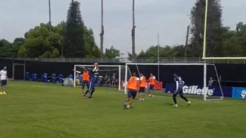 La Selección argentina se distendió entrenándose con la pelota de fútbol americano